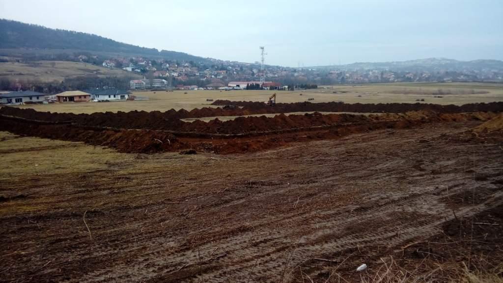 Illegális útépítés a Modern Dorf területén