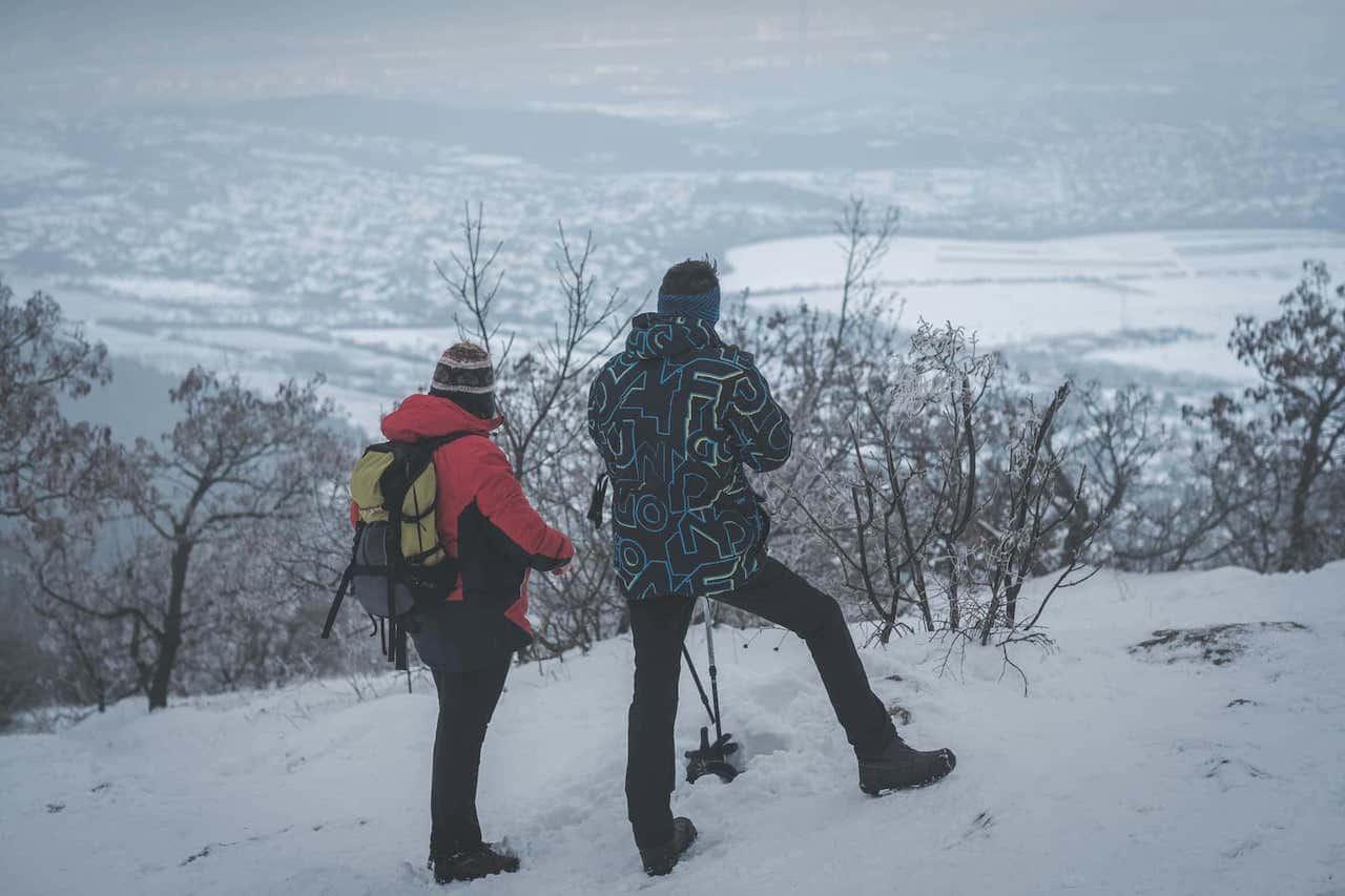 Rövid pihenő a hegytetőn, elmerengve a környező táj szépségén